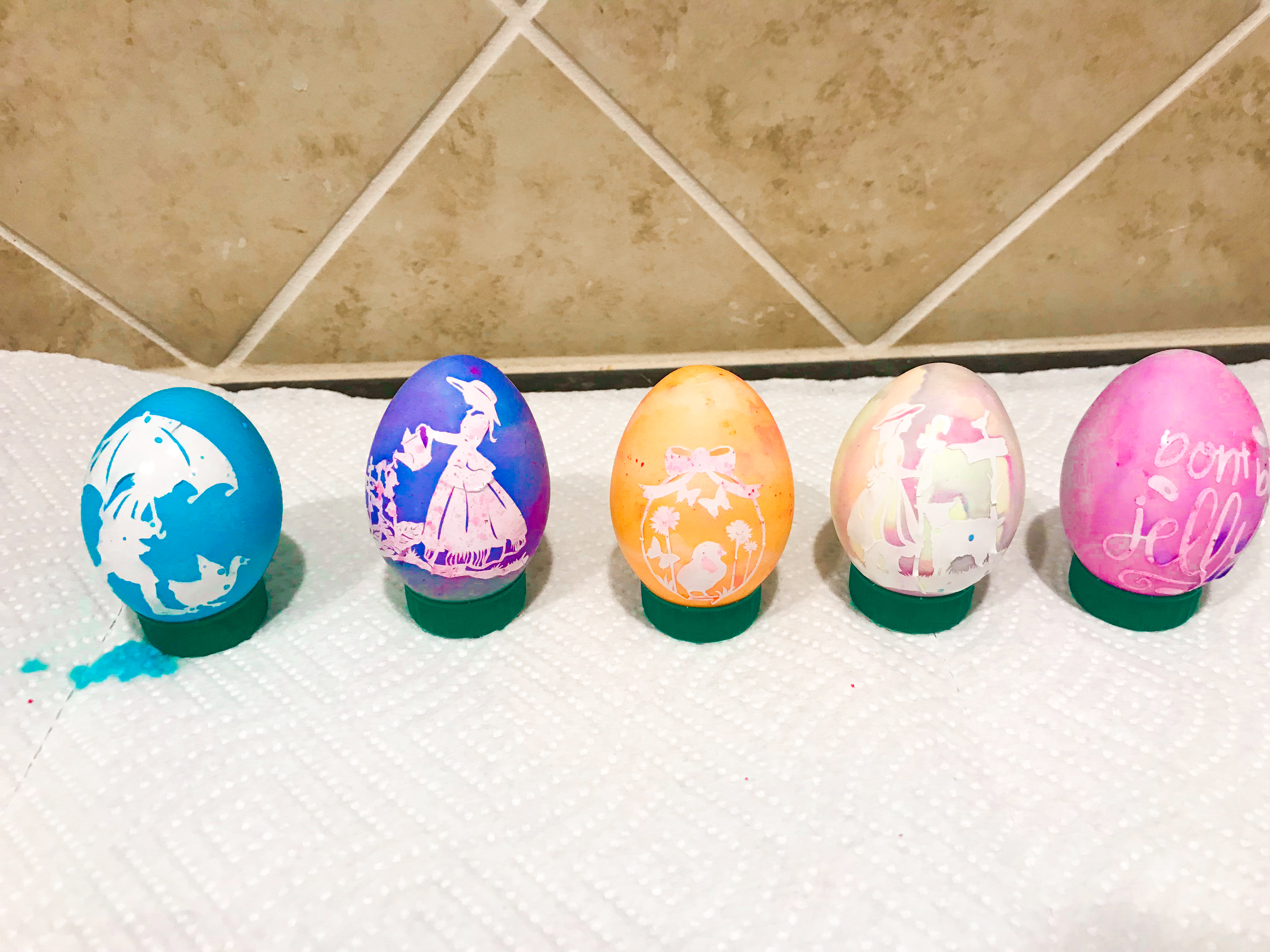2 egg warmers in your desired colour
